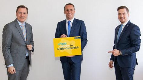 Landtagsabgeordneter Christoph Kaufmann mit Tourismuslandesrat Jochen Danninger und Landtagsabgeordneter Bernhard Heinreichsberger