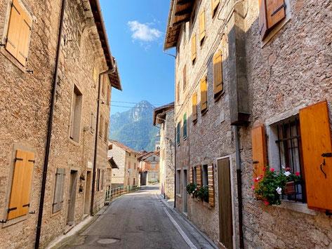 Erto e Casso Friuli paese sulle Dolomiti in pietra