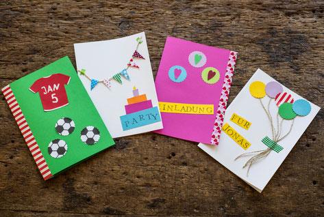 Bunte Einladungskarten aus Tonpapier für den Kindergeburtstag selbst gemacht