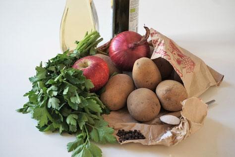 Kartoffelsalat mit Apfel und Petersilie
