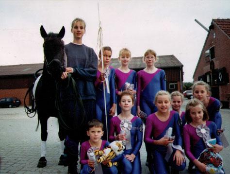 Oben: Uri, Sarah, Lisa, Barbara, Gisela  Unten: Ferdi, Julia, Lena, Julia, Theresa und Kiki