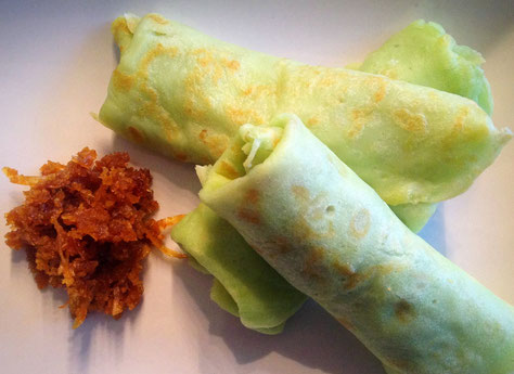 Kue dadar gulung, pandan flensjes met kokosvulling.