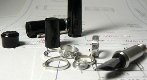 Teile für den Prototyp, von Hand gefertigt.