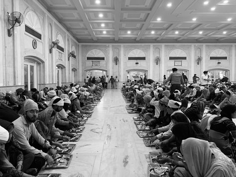 Essensausgabe im Sikh Tempel