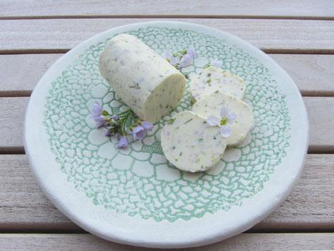 Vorratskalender - Vorräte und Küchengeschenke im Frühling: Rezept für köstliche Wiesenschaumkrautbutter - Spezialität im Mai: Wiesenschaumkrautbutter