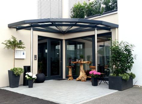 Gästehauseingang Z125 aus Terrassendachprofilen T101
