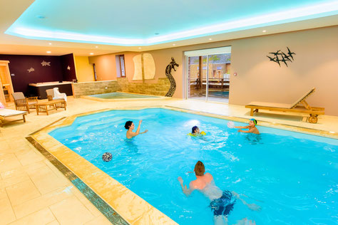 Une piscine et un bassin enfant dont on peut profiter par tous les temps!