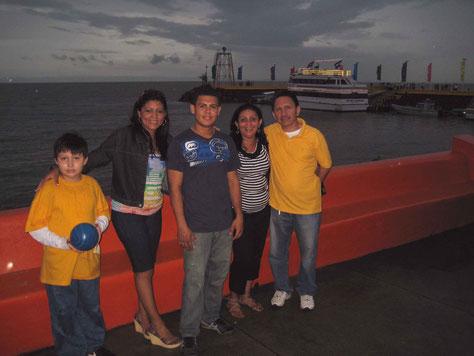 Am Lago de Managua ( Salvador Ayende) mit Emanuel, Kenia, Eduardo, Elisa und Juan Carlos