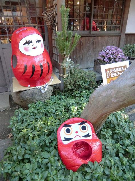 1月3日(2014) だるまさんとだるちゃん:深大寺参道で遭遇(1月2日)