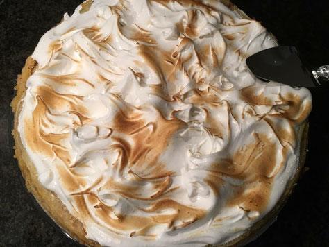 Sortbread lemoncurd taart met italiaanse meringue topping!!! heerlijk fris zoet en een tikkeltje zuur.  24,95 ex btw