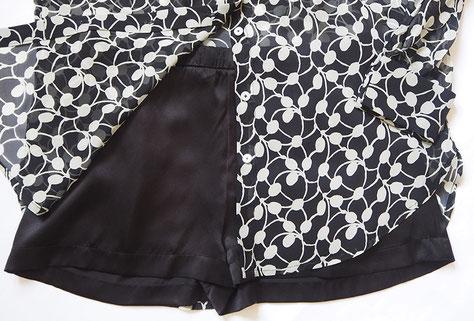 fließende Seidensatin Shorts in schwarz