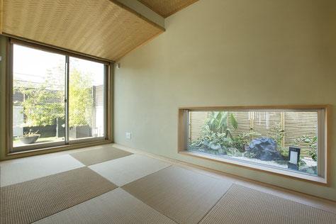 和室に低い窓を取ると、座して楽しめる落ち着いた空間になります。和室