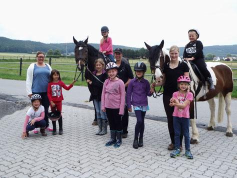 Am Reineberg ist was los! Immer Montags besuchen uns die Kinder der OGGS Oberbauerschaft und Tengern zur Reit-AG
