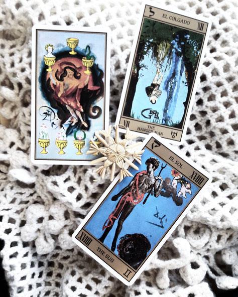 Träumen in der Dunkelheit: Tarot für den Jahreswechsel. Eine einfache Legung, um verborgene Wünsche, Ziele und Potentiale zu entdecken.