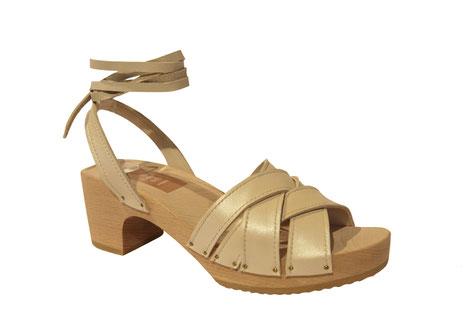 Sandale à talon bois, chaussure d'été, fabriquée à la main et sur mesure par isa, maître artisan sabotier et bottier