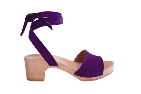 Modèle de sandale d'été, Dora, réalisé à la main et sur mesure par les sabots d'isa, maître artisan sabotier à saint-bertrand-de-comminges