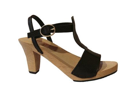 Sandale d'été sur semelle et talon bois modèle Inès, réalisée à la main et sur mesure à saint-bertrand-de-comminges, par les sabots d'isa, maître artisan