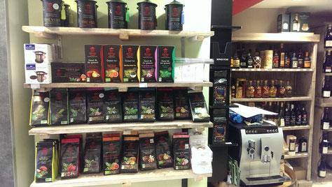 Du rouge au vert : toutes sorte de thés.