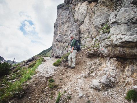 Noch verläuft der Weg schön parallel zum Berg, das wird sich bald ändern
