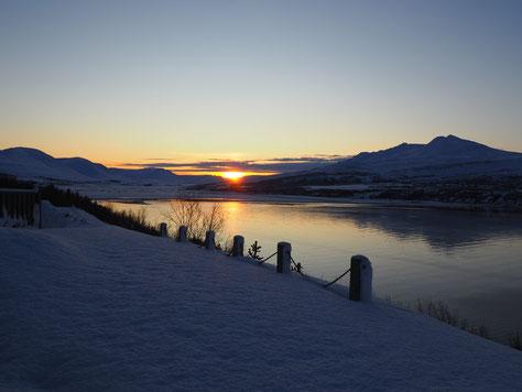 Die Mittagssonne in Akureyri