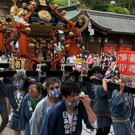 コロナ禍でのお祭り,白山神社夏季例大祭, 2020年7月12日開催, マスク装着での神輿渡御, 担ぎ手最小人数