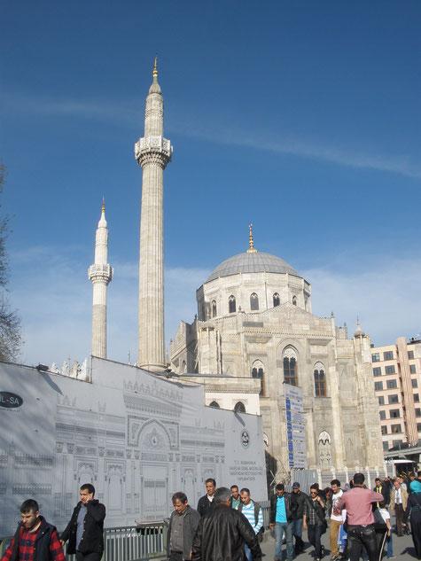 Мечеть - Джами в Аксарайском районе Стамбула