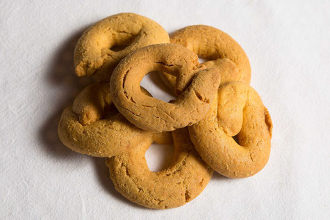 Biscotti caserecci a ciambella