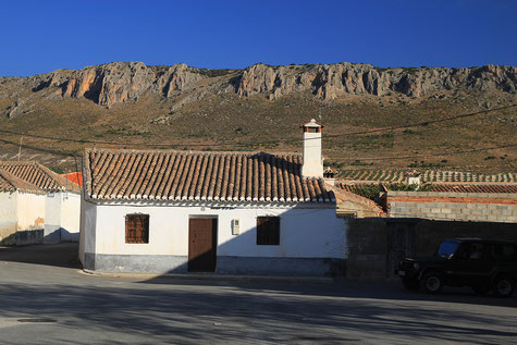 Los Villares and its mountains