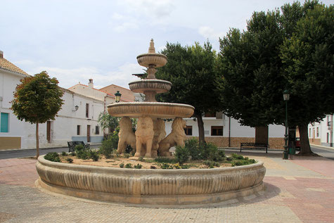 The main square of Huélago