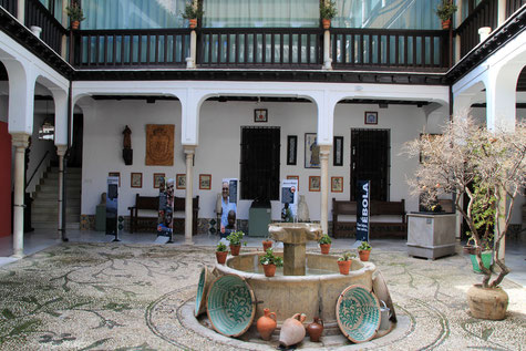 The courtyard of Casa de los Pisa