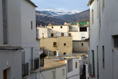 Street in Cádiar with a view on the Sierra Nevada