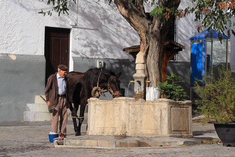 The well at the main square in Cañar