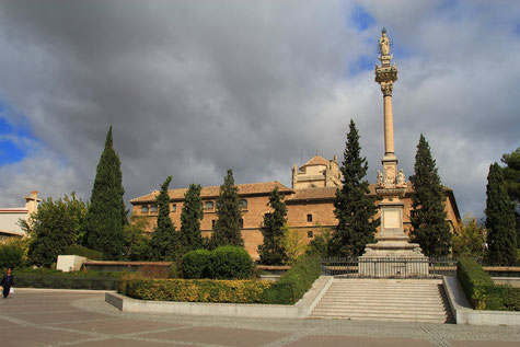 View on Plaza del Triunfo and Hospital Real
