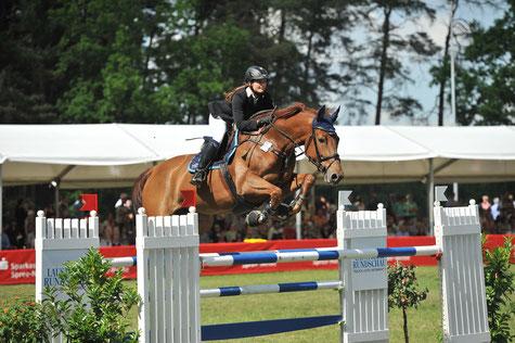 Laura Strehmel mit Pferd Lucie, Mannschafts-Bronzegewinnerin der Jugend EM in Arezzo (Italien) © Björn Schroeder