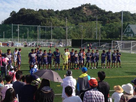 試合後、挨拶に来た選手達、よく頑張りました!!