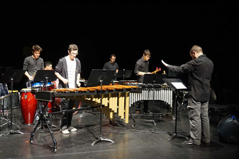 Ecole de musique EMC à Crolles - Grésivaudan: Ensemble de percussionnistes de 2nd cycle, Les Percus Pohoueur, durant un concert.