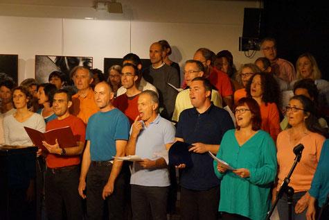 Ecole de musique EMC à Crolles - Grésivaudan : la chorale VMC durant une répétition.