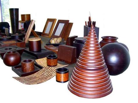 kunsthandwerkliche Gegenstände