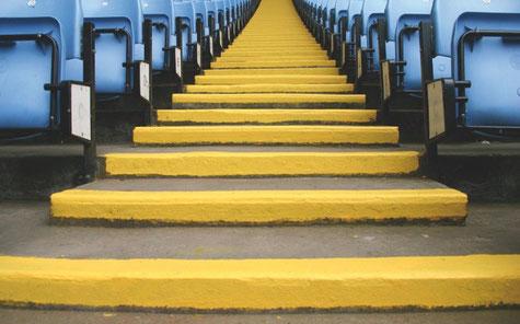 Stufenmarkierung mit PROTECTAKOTE UVR Antirutsch-Bodenfarbe
