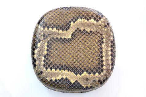 色艶が良い三線蛇上皮。5~6番目の薄めの皮