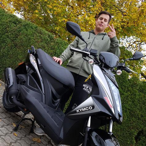 Peter Hess aus Binzen mit seiner TRIUMPH Speed Triple 1050 R ABS (Copyright: P.Hess) , Motorrad-Center Dreispitz  -  Motorräder, Roller, Vermietung