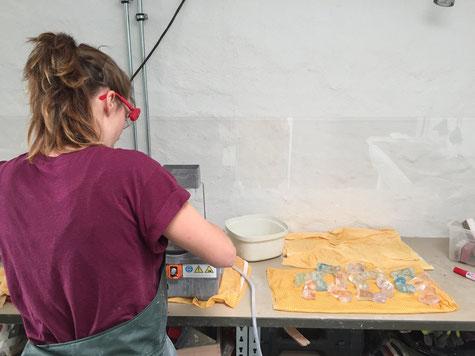 Glaskunst Leipzig, Babyfüße Abdruck aus Gips, Geschenk zur Geburt