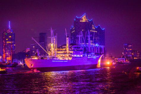 Hamburg Elbphilharmonie - Einlauf Cap San Diego