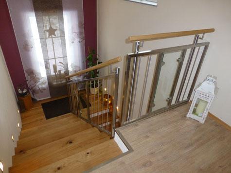 Edelstahl Treppengeländer mit Glas