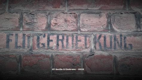"""Inscription allemande, n°93 rue Nationale à Gondecourt - """"Fliegerdeckung"""" = abris contre les avions / logement pour aviateurs"""