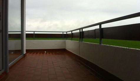 Großer Balkon ums Eck