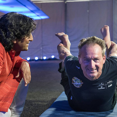Sanjeev Bhanot, Yoga consultant for SI Mission and André Borschberg CEO and Pilot of Solar impulse