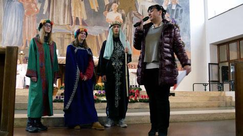 Am ersten Adventsonntag bringen uns die Heiligen Drei Könige den Stern, der auch uns auf dem Weg zur Krippe begleiten soll.