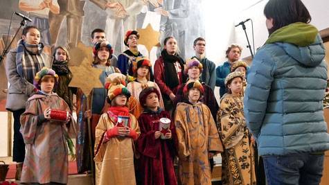 Am Ende der Messe singen die Sternsinger Kinder und BegleiterInnen den Sternsinger Rap. Leider gibt es diesmal davon KEIN VIDEO -:)