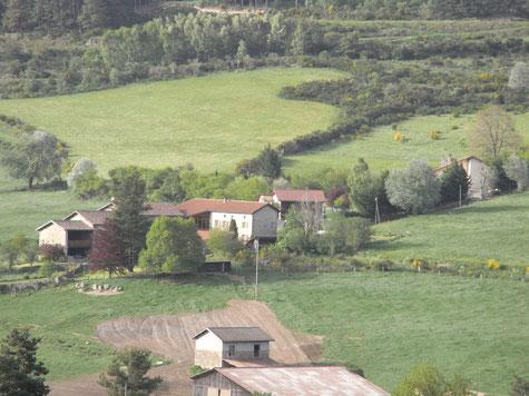 Hameau de l'Herbet prise de vue de la route forestière
